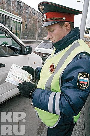 После осмотра места происшествия сотрудники ГИБДД должны составить схему ДТП и протокол Фото: Олег УКЛАДОВ.